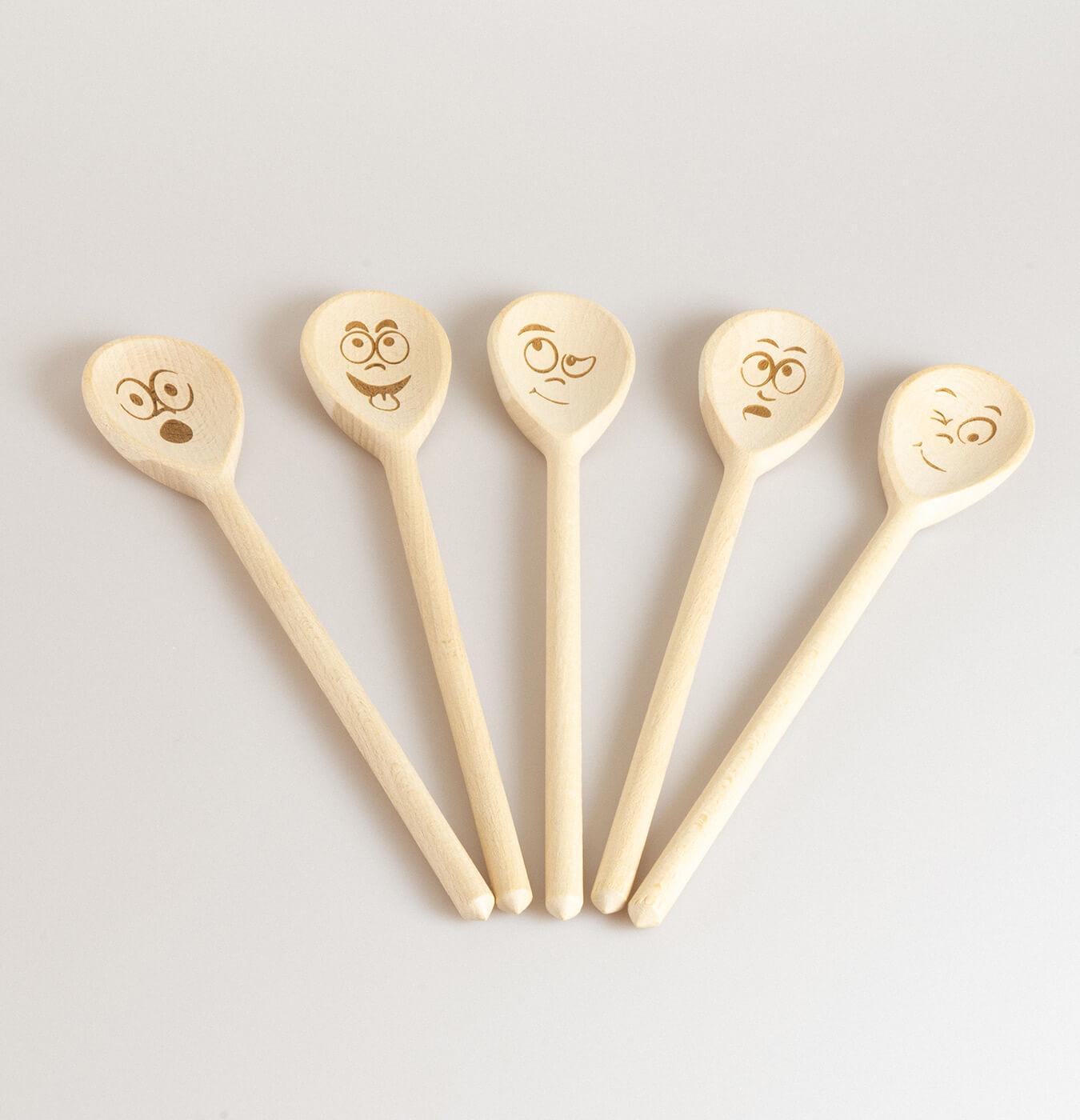 Mestolo in legno di faggio con decorazione incisa