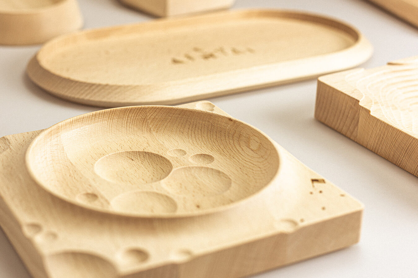 contenitori e svuotatasche di design in legno di faggio