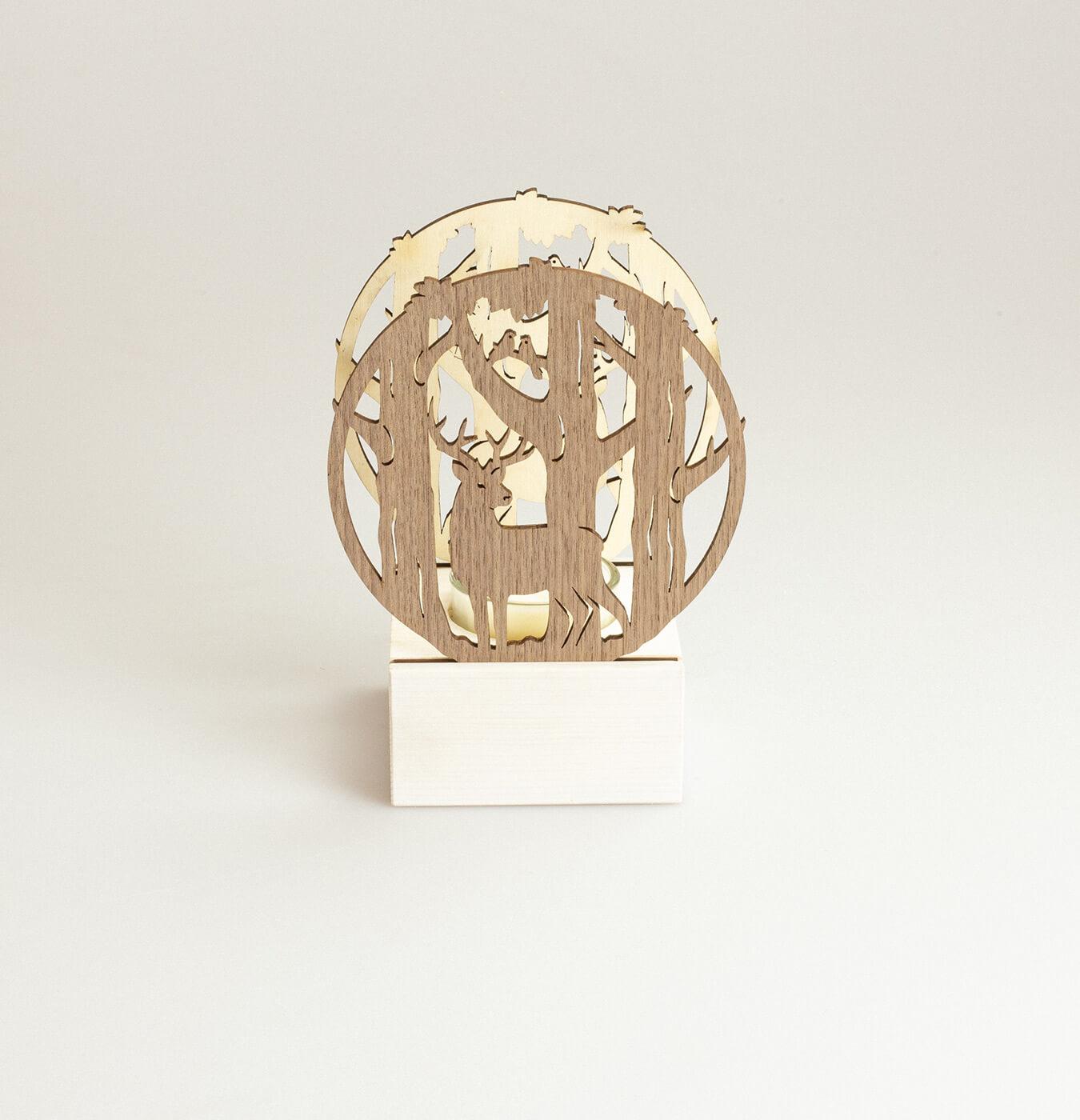 Portacandela in legno con candelina.