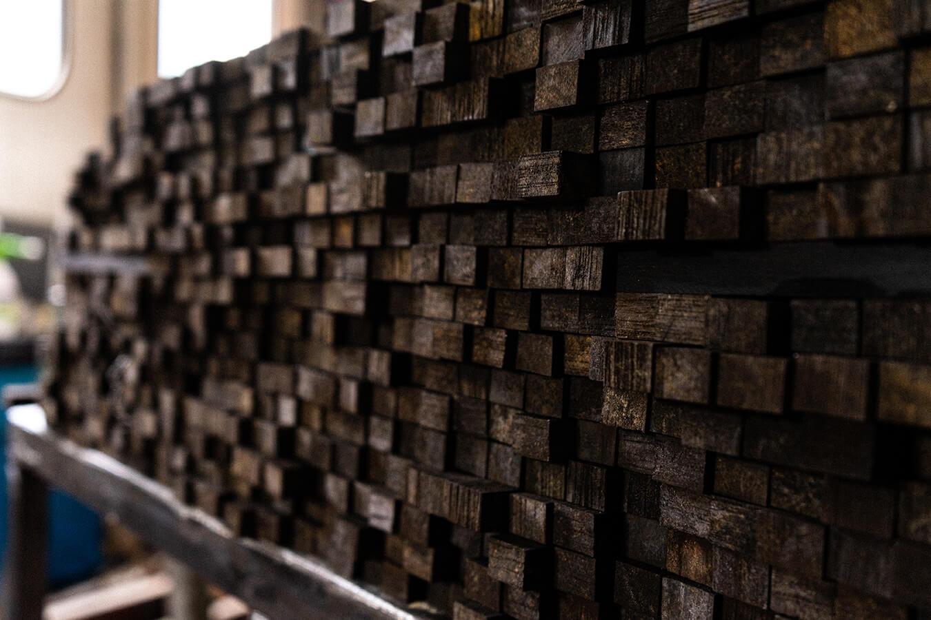 blocchetti di ebano nel laboratorio leonardiwood