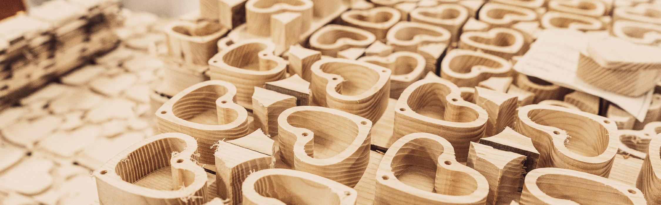 Scatolette in legno a forma di cuore